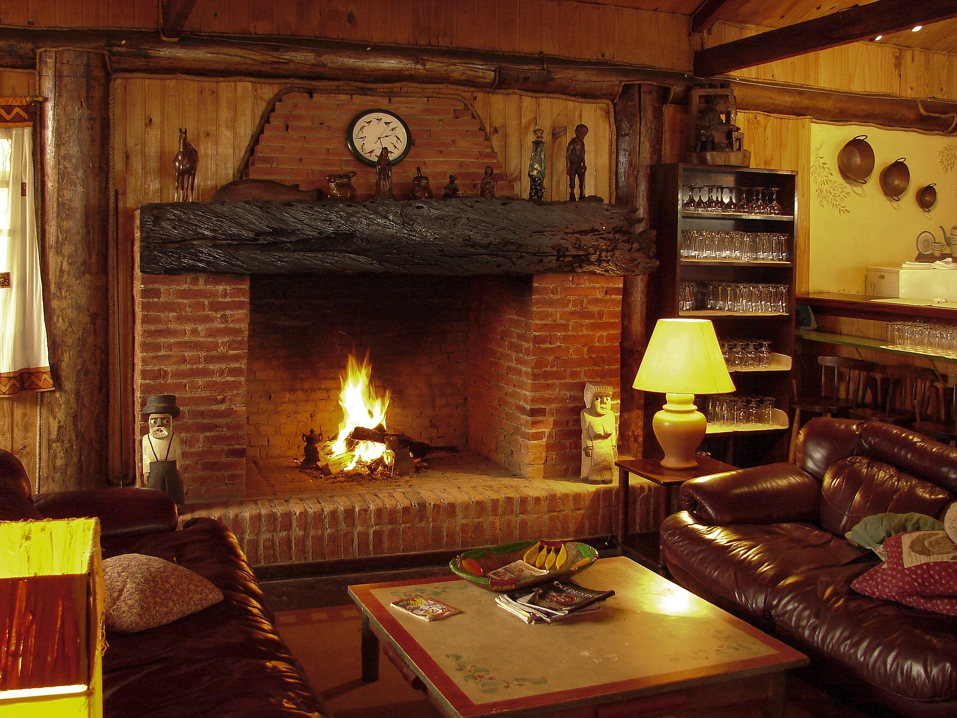 fireplace-1741208_1920.jpg